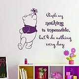 Vinyl Wandtattoo Winnie Puuh the Pooh Zitat People Say Nothing is Impossible Nichts ist unmöglich Baby Bär Kinder Wandaufkleber Wandsticker Wanddekoration Schlafzimmer Kinderzimmer Babyzimmer A345