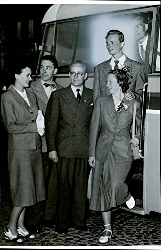 vintage-photo-of-ulla-ljung-lennart-lundholm-thore-petersson-lennart-and-bertha-franzen-and-sven-eri