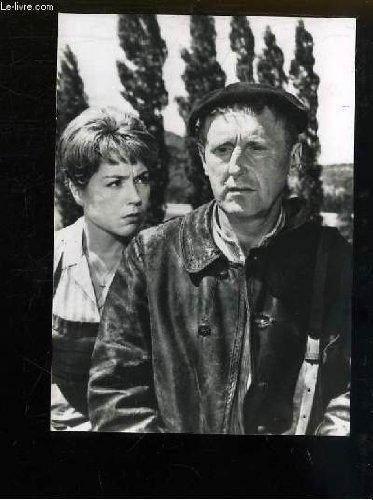 1 photographie de presse, argentique en noir et blanc, tirée du film ' Tout l'Or du Monde ', avec Bourvil et Annie Fratellini.