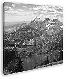 Holzhaus mit aussicht auf einen Atemberaubenden Berg Format: 40x40 Effekt: Schwarz&Weiß als Leinwandbild, Motiv auf Echtholzrahmen, Hochwertiger Digitaldruck mit Rahmen, Kein Poster oder Plakat