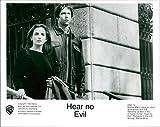 Vintage photo of Marlee Matlin stars as Jillian and D. B. Sweeney as Ben in 1993's thriller film Hear No Evil.