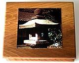 Im milden Schein der Steinlaterne. Haiku-Leporello zwischen zwei Holzscheiben mit farbigem Titelbild: Im milden Schein der Steinlaterne. Haiku-Leporello zwischen zwei...