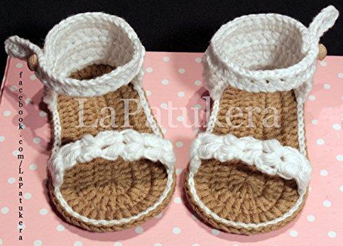 Sandalen Booties Modell Trenzada (geflochtene), Babyschuhe häkeln. Farbe Weiß, aus 100% Baumwolle, 4 Größen 0-12 Monate. handgefertigt in Spanien. Turnschuh gehäkelt gestrickt. Geschenk fürs Baby - Weiße Baby-booties