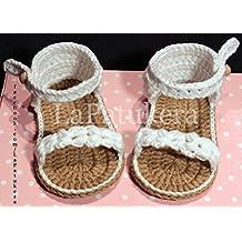 Patucos Sandalias modelo Trenzadas para bebé de crochet, de color blanco, 100% algodón