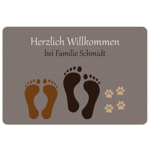 Geschenke 24 Fußmatte - Fußabdruck (Paar + Haustier): personalisierte Schmutzfangmatte mit Namen - wetterfester Fußabtreter außen und innen - Glücksbringer zum Richtfest, Einzug, Hauskauf