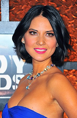 Olivia Munn (Wearing A Bulgari Necklace) In Attendance for The Comedy Awards On MTV Comedy Central Photo Print (40,64 x 50,80 cm)