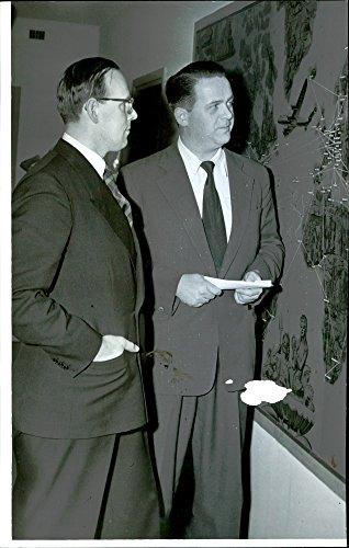 vintage-photo-of-dir-lennart-blomberg-and-twas-scandinavian-manager-erik-oestbirk