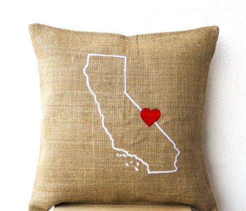 Handgefertigt State Map Kissen–Kissenhülle in natürlicher Jute mit Karte bestickt entlang mit einem roten Herz–Personalisiert Kissenhülle–Individuell Kissenhülle, beige, 50x50 cm - Personalisierte State Map