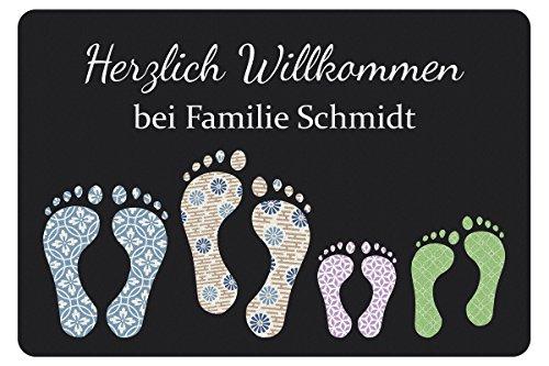 fussmatte originell Geschenke 24 Fußmatte mit Vier Fußabdrücken in Dunkelgrau - Türvorleger mit Familienname personalisiert - Schmutzfangmatte mit Namen