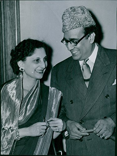 vintage-photo-of-pakistans-diplomatic-representative-in-britain-habib-ibrahim-rahimtoola-with-his-wi