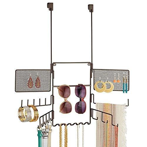 mDesign Praktische Schmuckaufbewahrung zum Aufhängen - MIt 21 Haken und zwei Gittern - Modeschmuck-Organizer für Brillen, Ketten, Ohrringe und Accessoires - Schmuck Halter zum Hängen - Farbe: Bronze