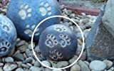 Tierurne - Kugel mit vier Pfötchenspuren, frostsichere Keramik, Blaugrau, Vol. ca. 0,45 Ltr.