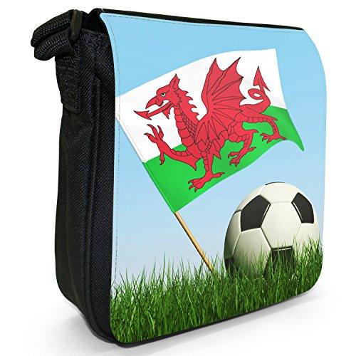Bandiera con calcio bianco e nero piccolo nero Tela Borsa a tracolla, taglia S Wales Flag with Football