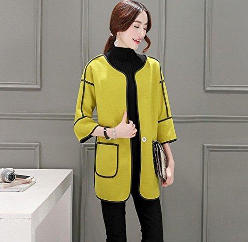 WSS causale di donne mostrano sottile tipo breve sciolto cappotti