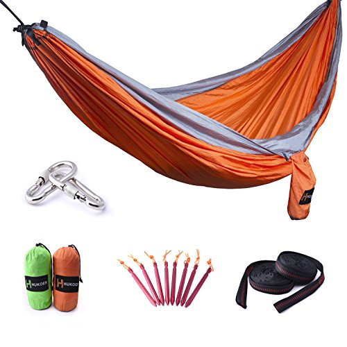 HUKOER Hamaca para Camping de Nylon doble fuerte portable con correas y mosquetones, con 550 libras de capacidad de pesaje para viajar, ir de excursión, Backpacking, Escalada y dormir al aire libre (Naranja de la versión actualizada)