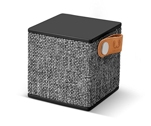Fresh ´n Rebel -Rockbox Cube Fabriq Edition- tragbarer, kabelloser Lautsprecher mit Bluetooth 4.0, inklusive Micro-USB-Ladekabel, Farbe Concrete (Stoff Chunk)