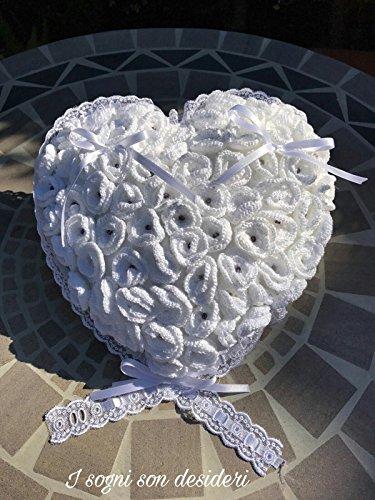 Porta fedi cuore portafedi matrimonio shabby con applicazioni roselline artificiali realizzate all'uncinetto.