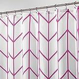 mDesign Duschvorhang aus Polyester – modernes Badzubehör für die Dusche – wasserabweisende Duschgardine im Fischgrätenmuster – 180 x 180 cm – pink und weiss