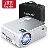 Proyector BOMAKER 3600 Lúmenes, Resolución Nativa 720p Mini Portátil Proyector con Estuche Portátil, Soporte Full HD 1080p de 50000 Horas, Compatible con Fire TV Stick, PC