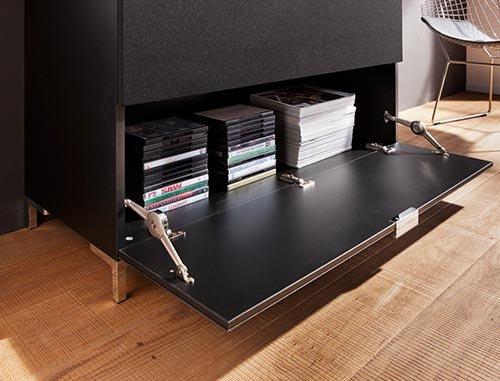 Kommode in schwarz und schwarzem Glas, schwarze Stoffklappe u. 1 Schubkasten, Maße: B/H/T ca. 109/66/50 cm, Füße, H: ca. 9 cm u. Glas-Abdeckplatte - 4