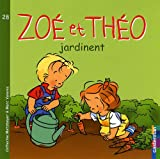 Zoé et Théo jardinent