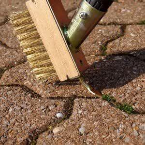 Brosse de nettoyage télescopique pour pavés