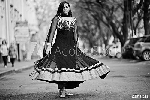 druck-shop24 Wunschmotiv: Pretty Indian Girl in Black Saree Dress Posed Outdoor at Autumn Street. #235778158 - Bild auf Leinwand - 3:2-60 x 40 cm / 40 x 60 cm Black Indian Girl