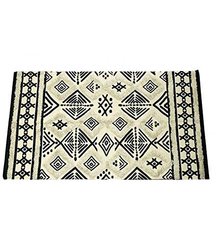 tapis motif ethnique. Black Bedroom Furniture Sets. Home Design Ideas