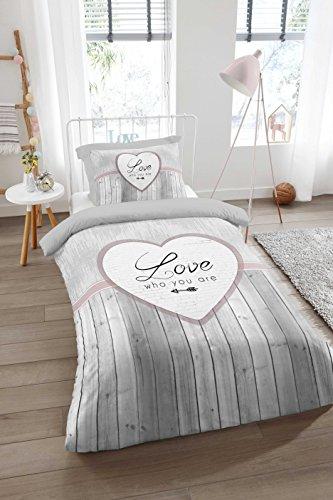 Aminata Home – Bettwäsche 135x200 cm Baumwolle + Reißverschluss Herz Love Schriftzug Grau Anthrazit Rosa Herzchen Pfeil 2-teiliges Bettwäscheset Ganzjahres Bettbezug Normalbettgröße