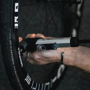 VeloChampion Alloy Pro 9 Mini Bomba para Bicicleta con Manómetro - Se adapta a Presta y Schrader (Válvula Reversible) con 120 PSI / 8.3 bar Presión Máxima ? Bomba de aire para Neumático Portátil, Compacta, Duradera y Rápida ? Ideal para Carretera, Montaña, BMX, Cyclocross y Bicicletas Híbridas y Baby Pram / Buggies