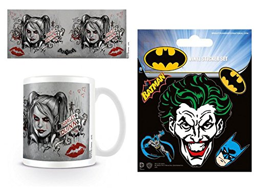 Preisvergleich Produktbild Set: Batman, Arkham Knight, Harley Quinn Foto-Tasse Kaffeetasse (9x8 cm) Inklusive 1 Batman Poster-Sticker Tattoo Aufkleber (12x10 cm)