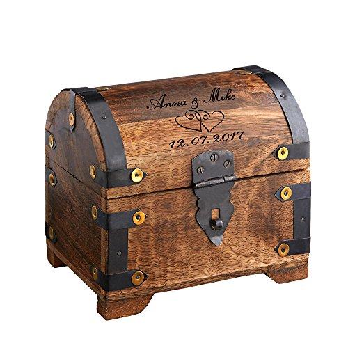 Casa Vivente – Geld-Schatztruhe mit Gravur zur Hochzeit – Herzen – Personalisiert mit [Namen] und [Datum] – Schmuckkästchen aus dunklem Holz – Bauernkasse – Verpackung für Geldgeschenke zur Hochzeit