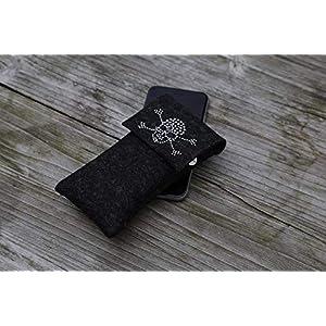 zigbaxx Handyhülle Filz Handytasche DARK ZONE für iPhone 8, iPhone 8 plus, Smartphone-Hülle handmade Wollfilz Nieten Totenkopf - pink anthrazit-schwarz beige grau braun Geschenk Weihnachten Geburtstag