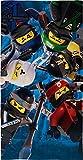 Lego Ninjago Kinder Badetuch Motiv Battle 70 x 140 cm - Strandlaken - Strandtuch - Handtuch - 100% Baumwolle - Cole - Jay - Kai - Lloyd - Zane - NYA - Misako - Sensai Wu passend zur...