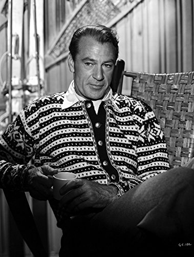 The Poster Corp Gary Cooper Seated in Striped Collared Shirt Photo Print (20,32 x 25,40 cm) (Gary Cooper-poster)