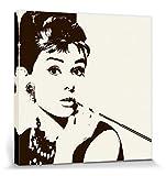1art1 67144 Audrey Hepburn - Zigarettenspitze Poster Leinwandbild Auf Keilrahmen 40 x 40 cm