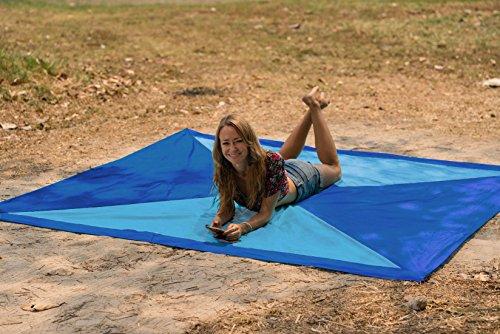Kahuna Strandtuch aus Fallschirmseide – XXL 245 x 245 cm – die größte Stranddecke, Picknickdecke, Campingdecke erhältlich – tragbar, ultraleicht, schnell trocknend, mit 12 Sandtaschen - 2