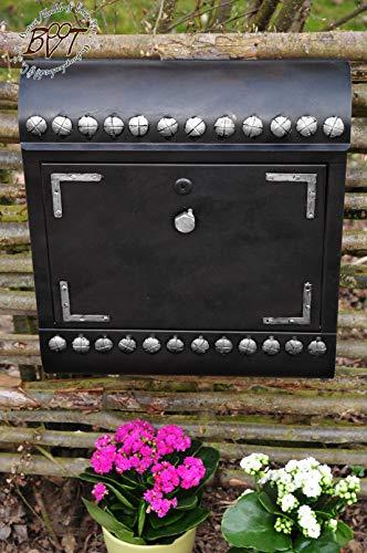 ÖLBAUM Massivstahl-Briefkasten, Retro Edelstahl stylisch cool lackiert, Rostschutz-grundiert Runddach at/du anthrazit schwarz Dunkelbraun mit silbernen Nieten Zeitungsfach Shabby Vintage-Style