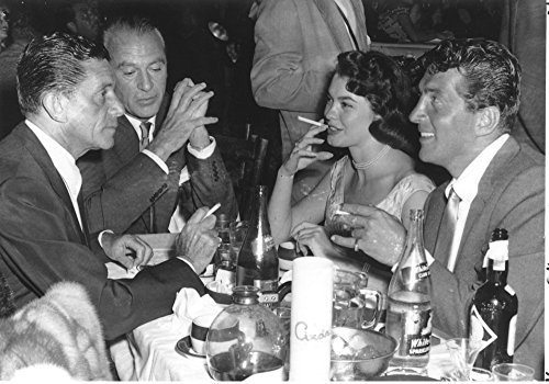 The Poster Corp Dean Martin Mack Grey Gary Cooper and Valerie Allen in a Restaurant Photo Print (76,20 x 60,96 cm) (Gary Cooper-poster)