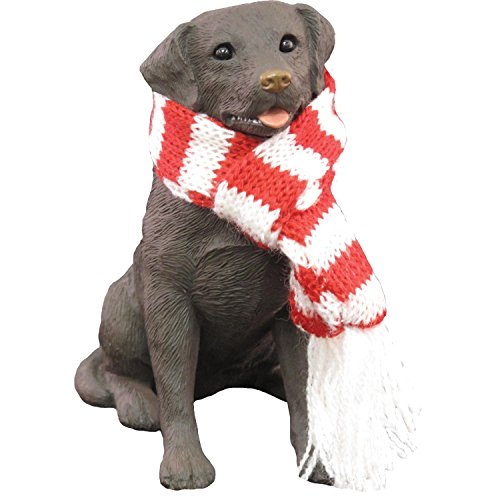 Sandicast Labrador Retriever Schokolade mit roten & weißen Schal - Weihnachtsfeiertag Ornament (XSO13012) Sandicast Labrador Retriever Chocolate with Red & White Scarf - Christmas Holiday Ornament (XSO13012)