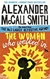 Image de The Woman Who Walked in Sunshine (No. 1 Ladies' Detective Agency Book 16) (English Edition)