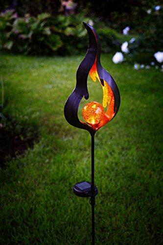 Dekorative hochwertige XL - LED SOLAR Gartenstab / Wegeleuchte / Gartenleuchte / Pathlight aus einem schwarzen Metallstab und einer dekorativen beleuchteten Acryl-Kugel mit 1 amber LED - Größe ca. 85 cm x 16 cm - mit 1 AMBER LED - mit integriertem SOLARPANEL - bereits inklusive : AKKU - Solar - Panel - Solar Energy - inklusive Erdspieß - für den Außen - Bereich geeignet - OUTDOOR - zur Auswahl stehen Mond oder Flamme - aus dem KAMACA - SHOP (FLAMME)