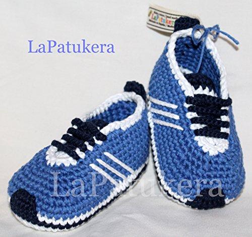 Babyschuhe häkeln, Unisex. Stil, Adidas. Farbe Blau, aus 100% Baumwolle, 4 Größen 0-12 Monate. handgefertigt in Spanien. Turnschuh gehäkelt gestrickt.