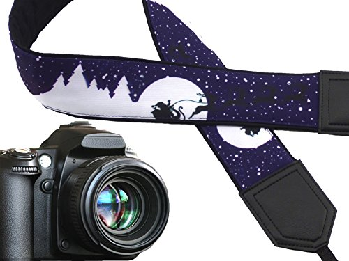 Weihnachten Kameragurt. Rodelschlitten, Santa Claus. Dark Violett DSLR Kamera Strap. Violett....