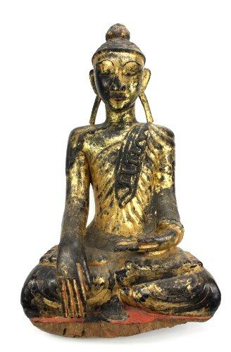 Lanna antiquariato birmano antico: un laccato insolito e raro e figura dorato di un buddha digiuno, la birmania