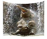 A.Monamour Wanddekor Wohnaccessoires Deko Wandteppiche Baby Elefanten Spielen Im Wasser Bild Tier Themed Grafik Gedruckt Stoff Tapisserie Wand Hängen Für Schlafsäle Dekorationen 229X153cm / 90' X60