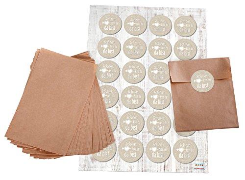 Geschenktüten-Set: 24 braune kleine Papier-Flachbeutel Papiertüten 10,5 x 15 + 2 cm Lasche und 24 Stück Aufkleber Sticker 4 cm 1819 beige weiß SCHÖN DASS DU DA BIST für Geschenktüten