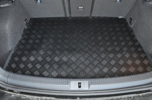 kia-sportage-2010-on-tailored-rubber-boot-mat
