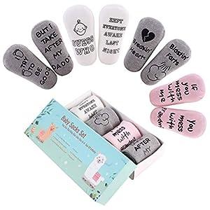 Tianhaik süße Zitate Baby Socken Set lustige Dusche Geschenke 4 Paar Unisex Säugling Baumwollsocken Geschenkverpackung für 6-18 Monate Baby