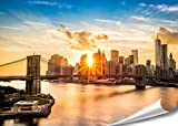 XXL Poster New York Skyline Brooklyn Bridge 140cm x 100cm HD XXL Bild Wand-bild | Fotoposter Manhattan bei Sonnenuntergang downtown east river USA Deko | + GRATIS Weltkarte